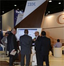 Visiteurs sur le stand IBM