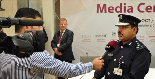 Conférence de presse dans le centre de presse